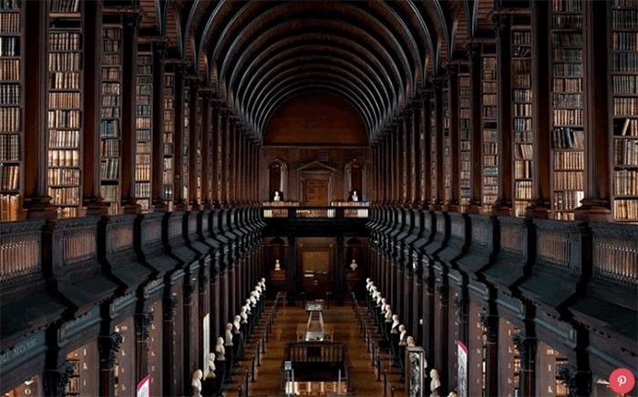 Với 1 thư viện lớn như này, bạn sẽ tìm cuốn sách ra sao?